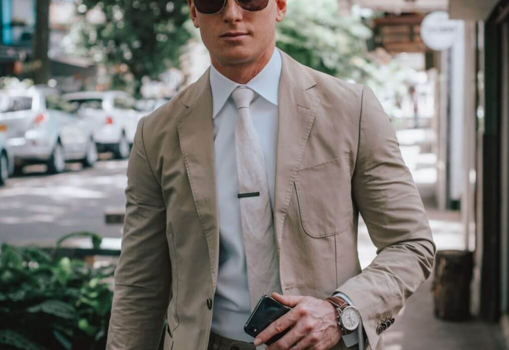 THE SIMPLICITY OF DRESSING WELL.